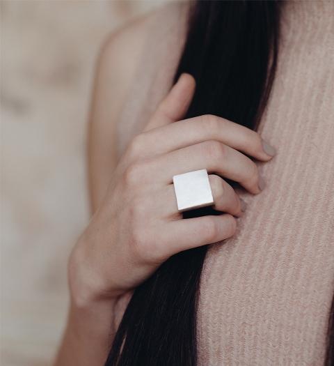 monom square ring